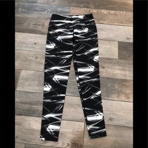 Victoria Secret knockout black white legging Sz M